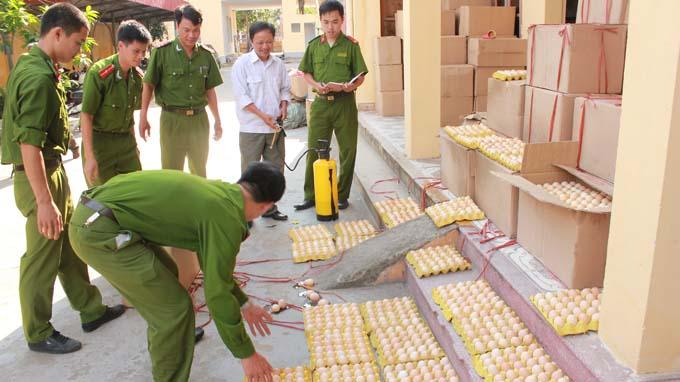 Vietnamese police named animal heroes for saving snakes