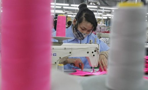 U.S., Vietnam still far apart on clothing in trade talks