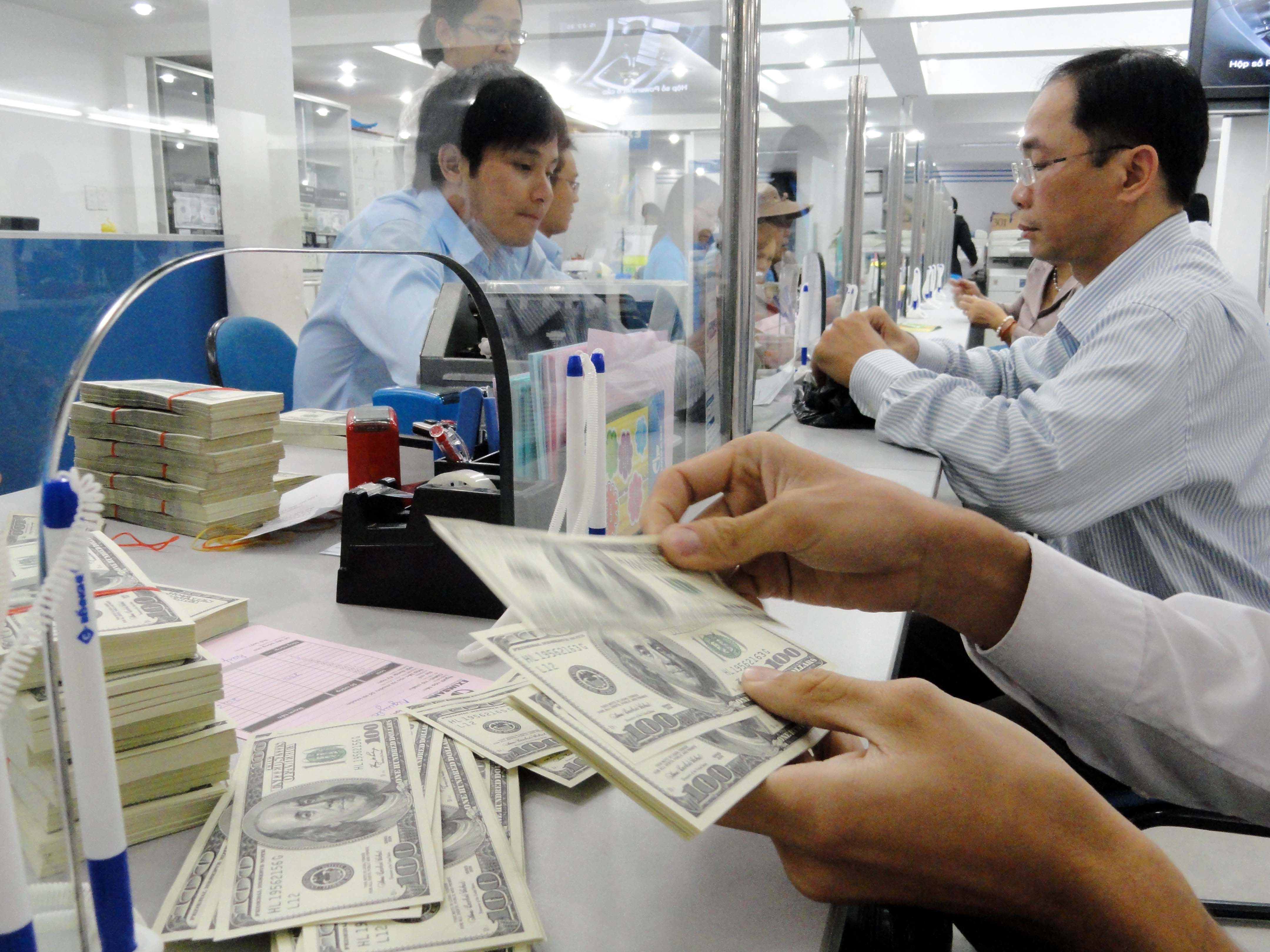 Vietnam adjusts currency trading band to cope with yuan devaluation