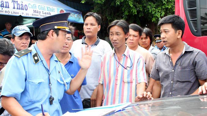 HCMC checks vehicles for black boxes; drivers lament