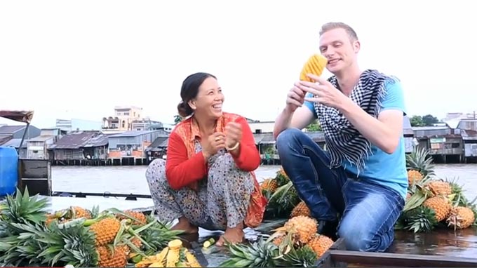 American singer showcases video on southern Vietnam