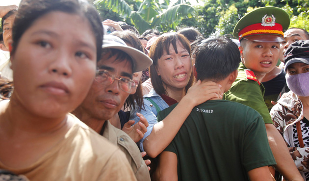 A woman (C) cries as she hugs her relative who has been released from Hoang Tien prison, about 100 km (62 miles) outside Hanoi August 30, 2013.