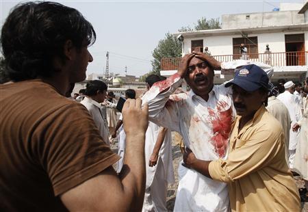 Bomb in Pakistan church kills at least 40: official
