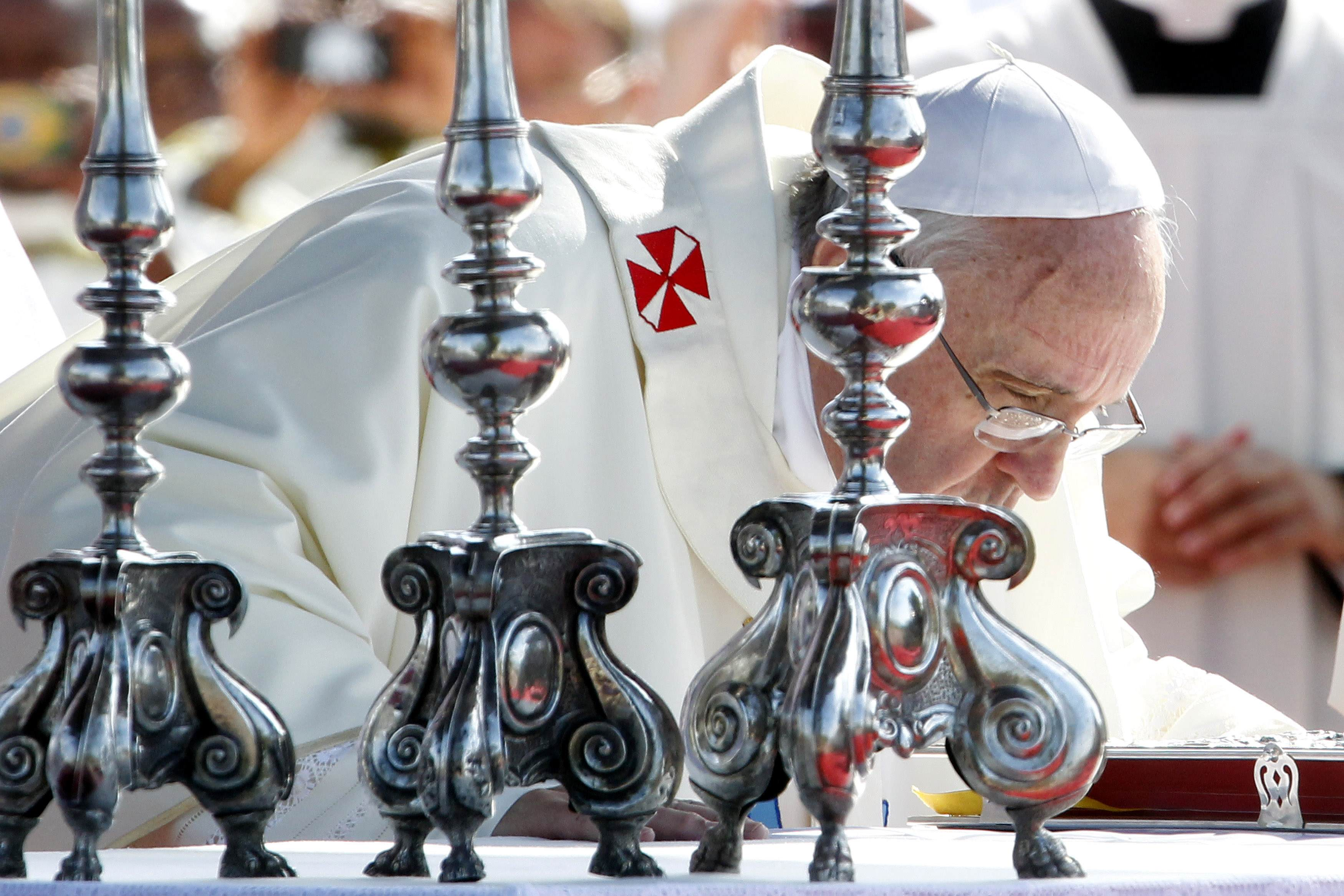 Pope attacks global economics for worshipping
