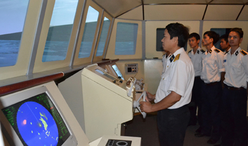 Navy trains pilots with high-tech warship simulator