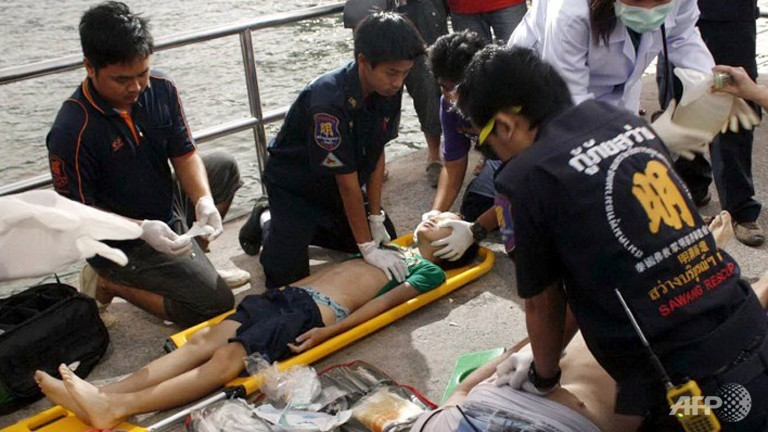 Thai divers search for sunken ferry