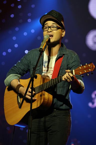 Vietnamese singer makes first round for 2014 Grammy Awards
