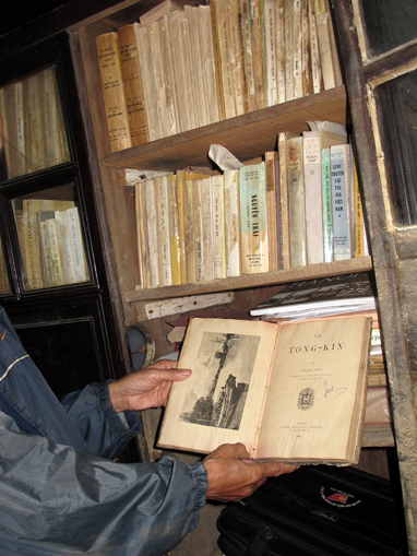 Hue's collection of rare books dwindling