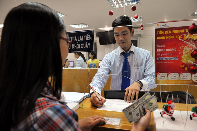 Foreign banks close branches to switch to new model