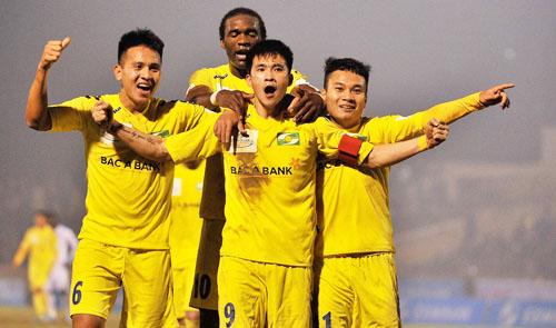 Cong Vinh scores 100th goal at Vietnam football league