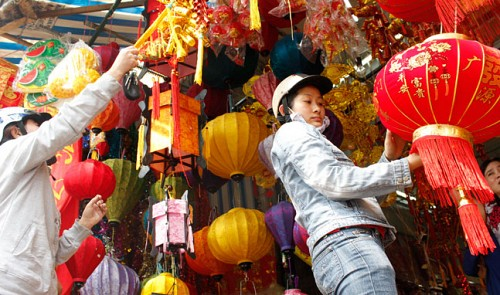 Vietnam ornament makers lose on home soil as Tet nears