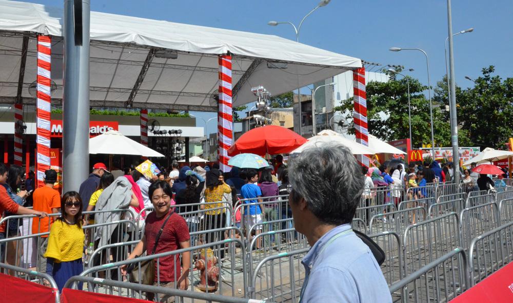 McDonald's opens first restaurant in Vietnam [photos]