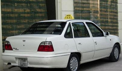 Illegal taxi driver returns overcharged money to foreigners
