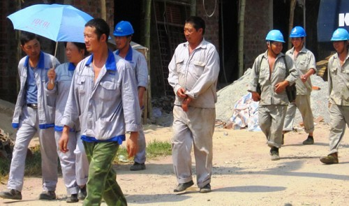 Hundreds of Chinese work illicitly for state power center