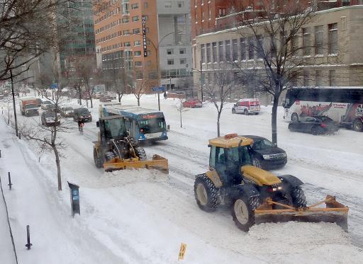 Snowstorm paralyzes eastern Canada