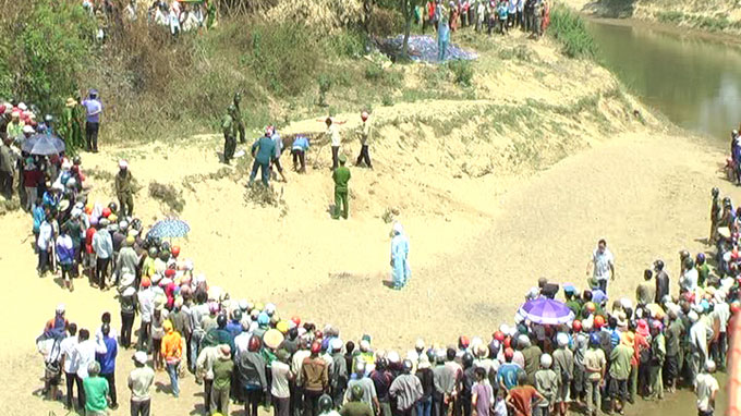 Five students found dead in sand hole in Vietnam