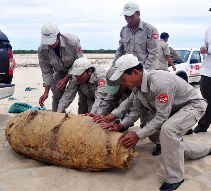 PM calls for int'l support for tackling UXO consequences