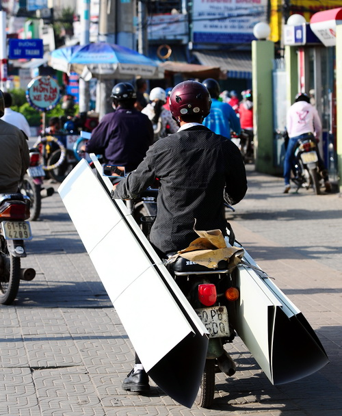 Vietnamese's bad habits: The 'Tunnel Vision' epidemic