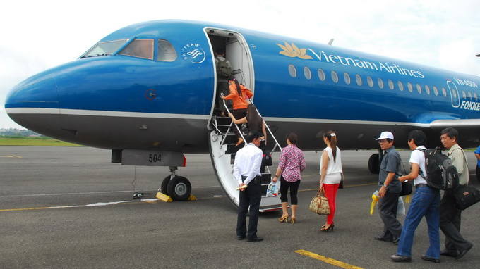 2 Vietnam Airlines flights fail to land in HCMC over bad weather