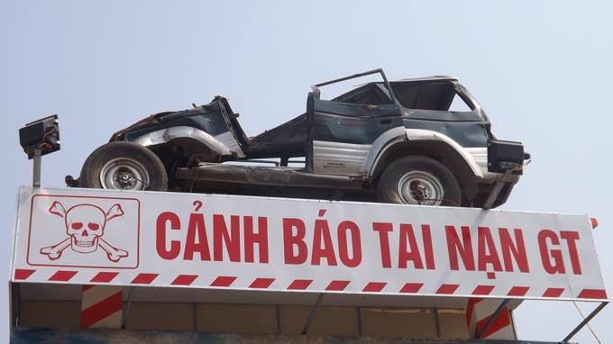 Vietnam businessman turns car wreckage into traffic danger sign