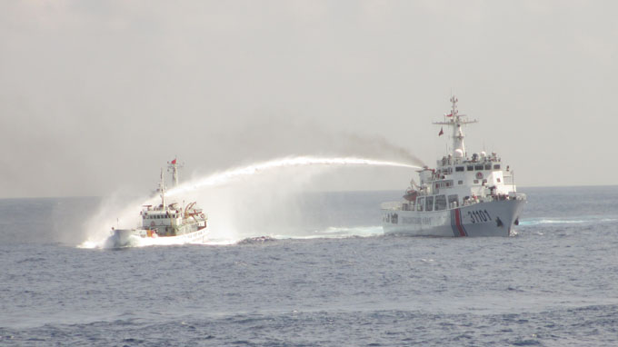 Chinese vessels deliberately ram Vietnam's ships in Vietnamese waters: officials
