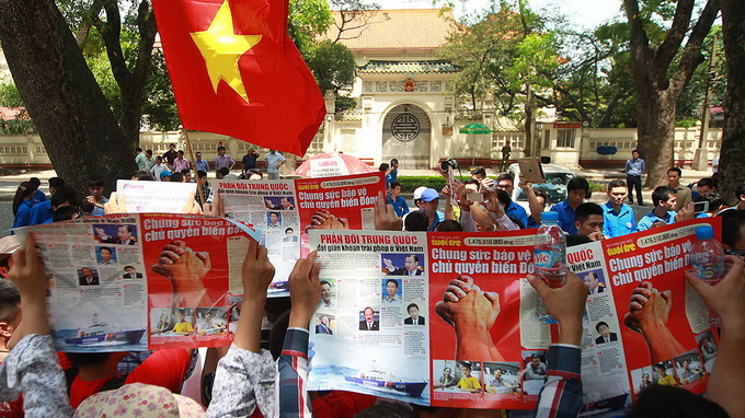 China sends fighter jets to guard illegal oil rig in Vietnam's waters