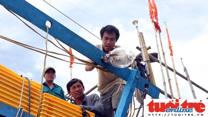 Chinese ship rams, sinks Vietnamese fishing boat in Vietnam's waters