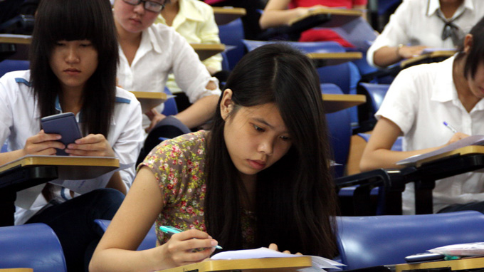 Vietnam university starts teaching in English