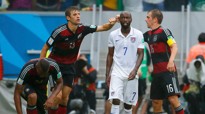 Mueller fires Germany to victory over USA