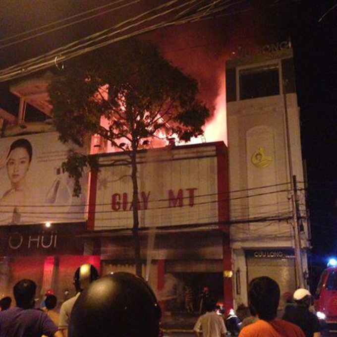 Vietnamese colonel among 3 killed in shoes shop fire