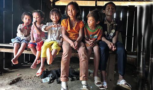 Seven children abandoned in Vietnam's mountainous hamlet
