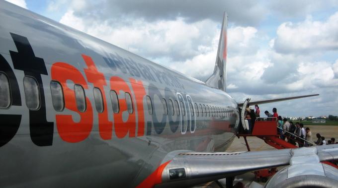 Vietnam budget carrier lands safely after bird strike