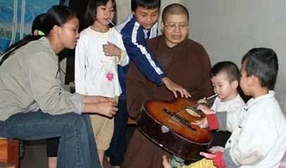 Vietnam police to probe rumor of adoptee trading at Hanoi pagoda