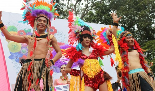 Over 2,000 people attend event for LGBT community in Vietnam hub