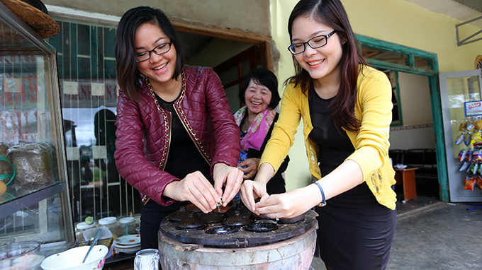 Vietnamese sisters introduce local recipes to international friends