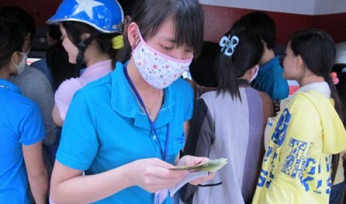 Min wage fails to cover min living cost in Vietnam: survey