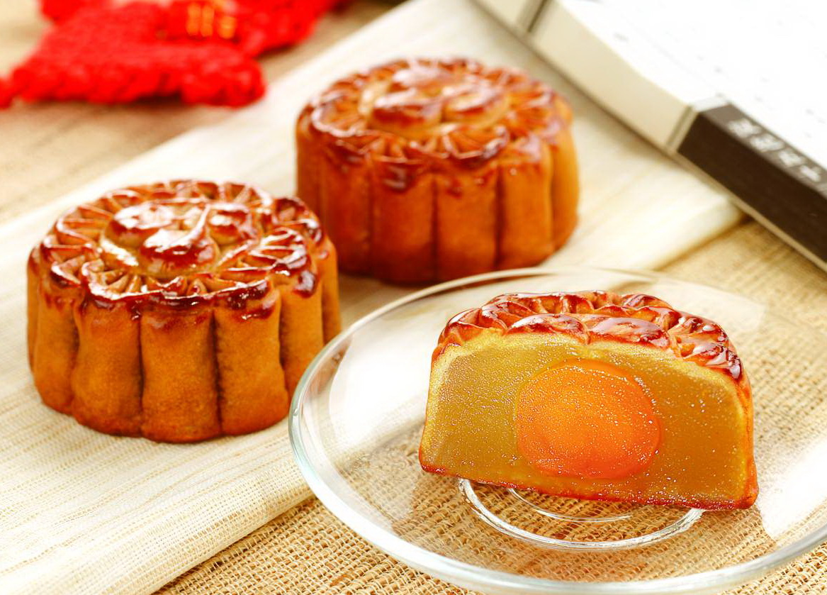 Mid-autumn festival in Vietnam: Time for mooncakes, reunion, love and joy