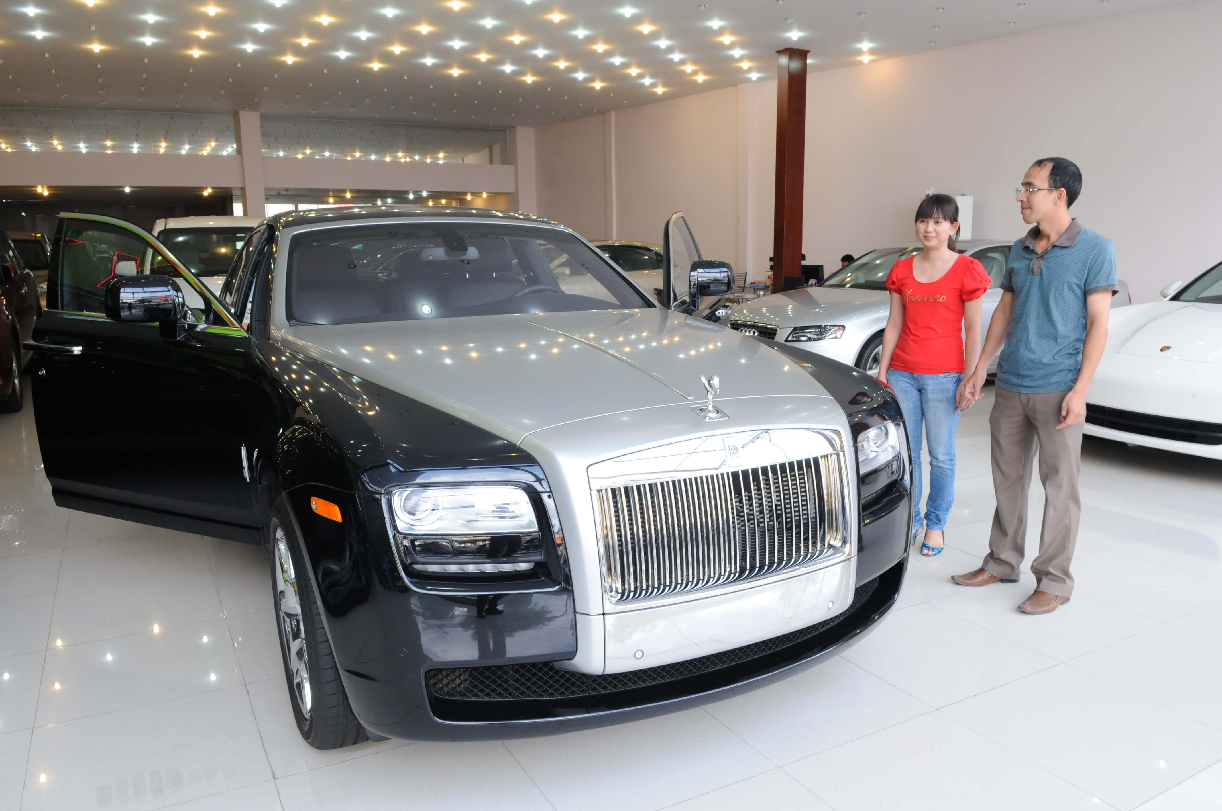 90% of buyers in Hanoi, HCMC cannot afford new cars: automaker