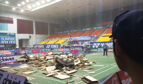Sports hall roof collapses in Vietnam, nobody gets hurt