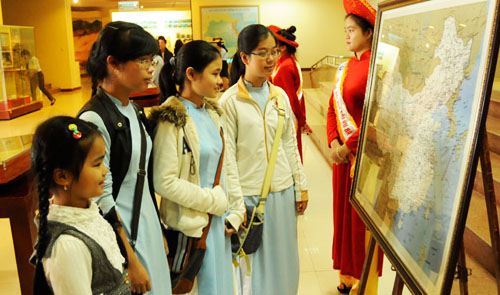 Vietnam demands China stop tourist activities on Hoang Sa