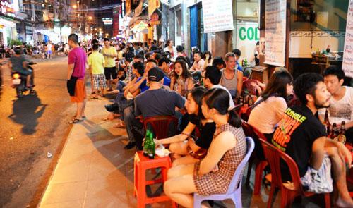 Sidewalk beer sales in Vietnam: To ban or not to ban?