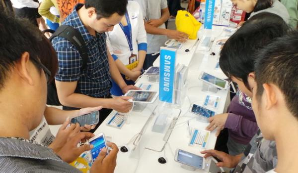 Customs data show Vietnam's mobile phone exports up 11% to $23.6bn last year