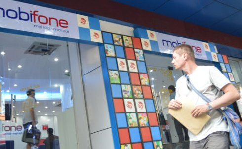 Int'l firms eager for stake in Vietnam's MobiFone ahead of 2015 IPO