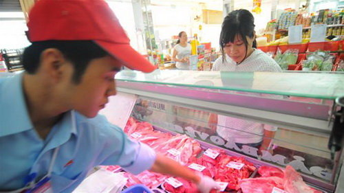 From supermarkets to retail stores, imported meat floods Vietnam market