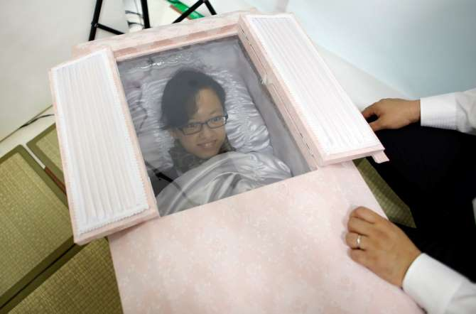 Preparing for the afterlife in Japan (photos)