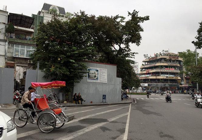 Hanoi restarts construction of information center for iconic lake