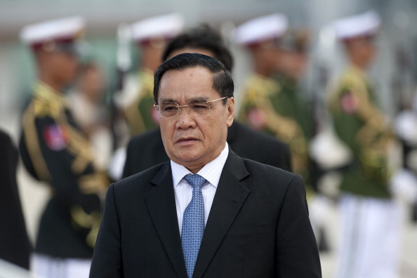 Vietnam, Laos to raise two-way trade to $2 bn in 2015
