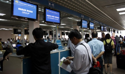 Vietnam Airlines to close check-in counters 10 mins earlier than before