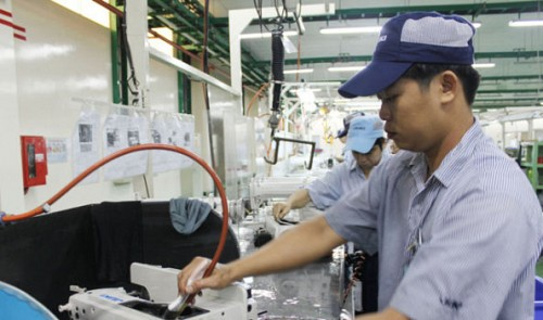 Despite difficulties, Vietnam's economy shows many positive signals in 2014