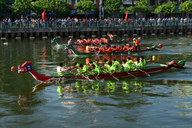 Boat race held for first time on Ho Chi Minh City's 'revived' canal